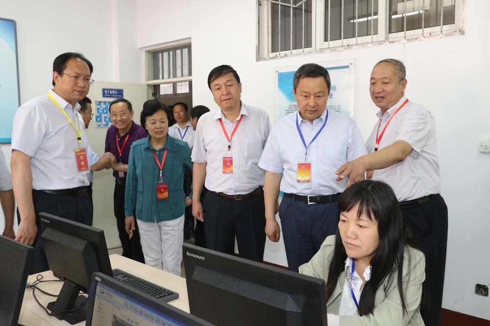 省教育厅厅长吴俊清巡视督导高考工作